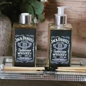 Olha elaaa, olha elaaa.. sabonete Artesanal liquido perfeito para homens, vale para padrinhos de casamentos, homens que gostam de Whisky e que são fãs da marca. Made:Saboaria Doce Aroma