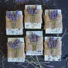 Olha esse sabonete de Lavanda ideal para casamentos rústicos ou externos. O melhor ele é ótimo para decoração e maravilhoso para pele.