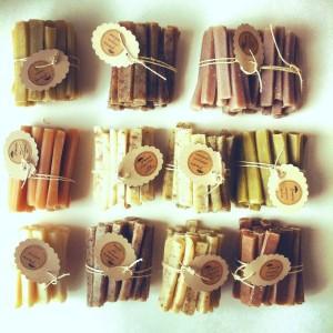 Sabonete em barra fina, de camomila, laranja, chocolate branco é sempre uma ótima pedida tanto para decoração como para o presente.