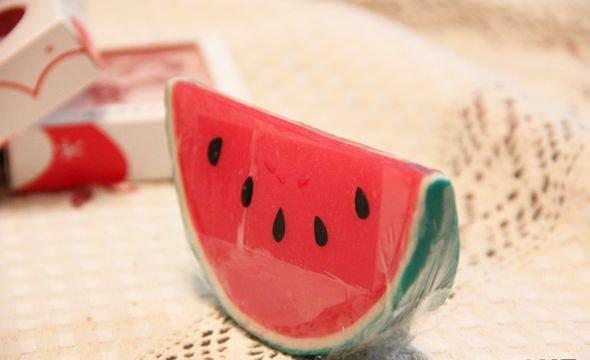 Sabonete Artesanal simulando uma melancia