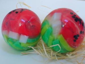 Os sabonetes artesanais de esfera, também são basteante procurado pelo público.