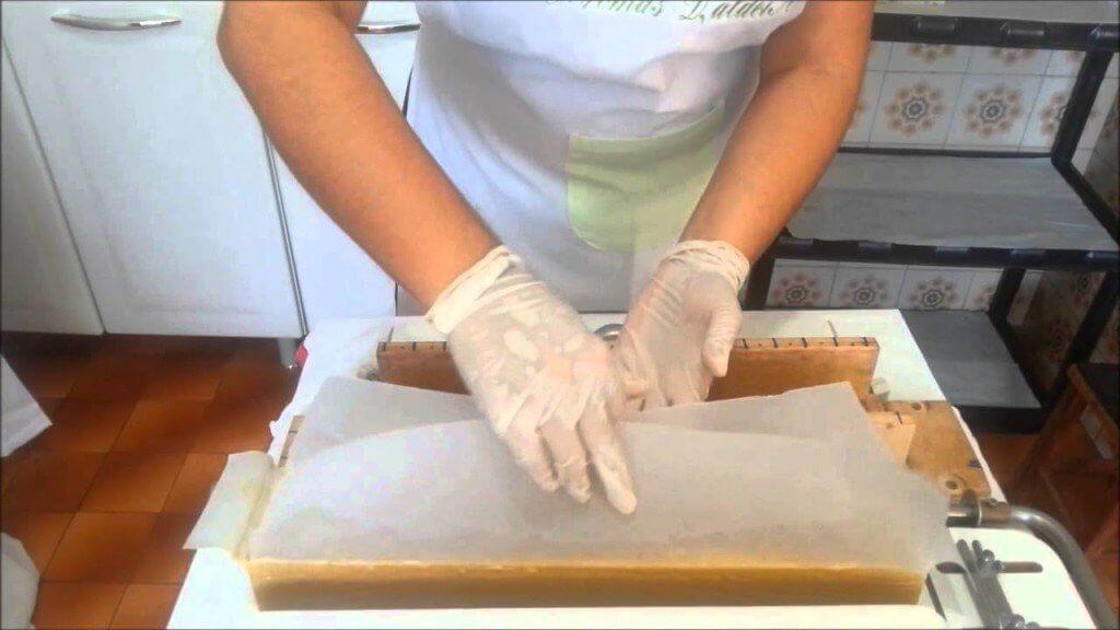 Como fazer sabonete caseiro simples - Confira a receita!!!